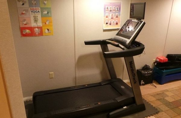 how to turn on nordictrack treadmill